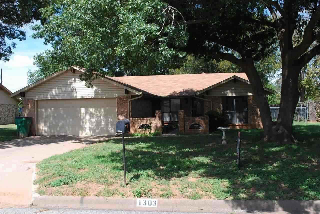 1303 Amherst Street, Burkburnett, TX 76354