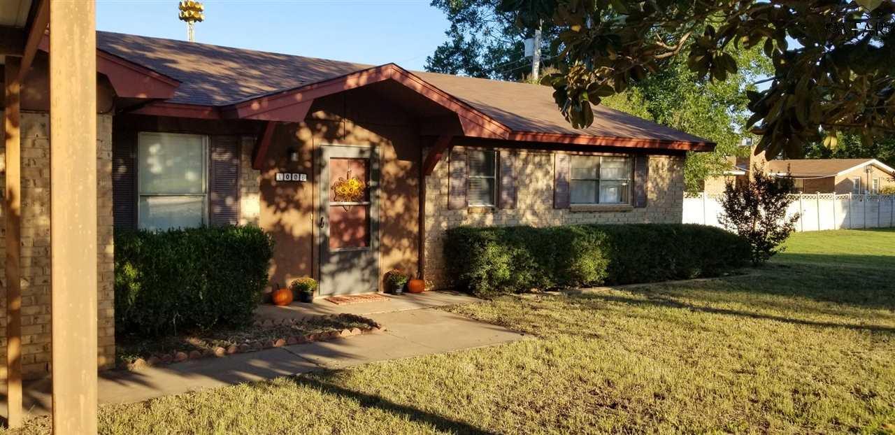 1006 S Oak Street, Archer City, TX 76351