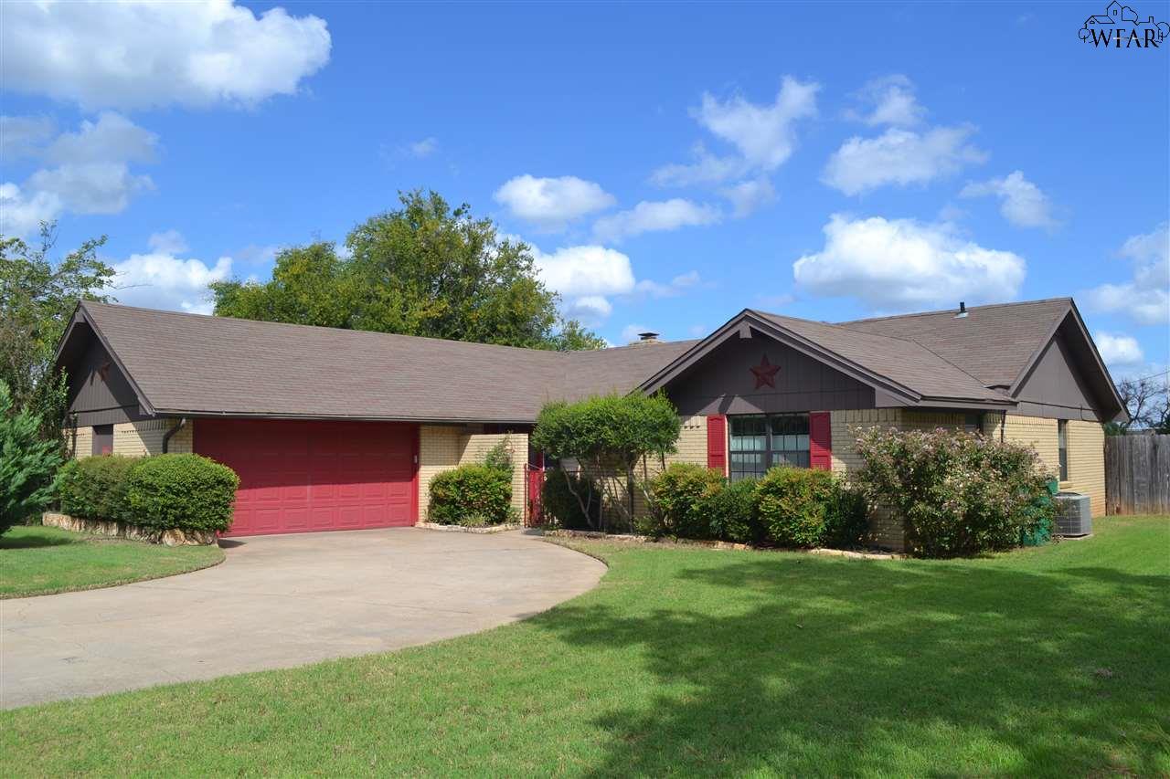 204 S Fairway, Henrietta, TX 76365