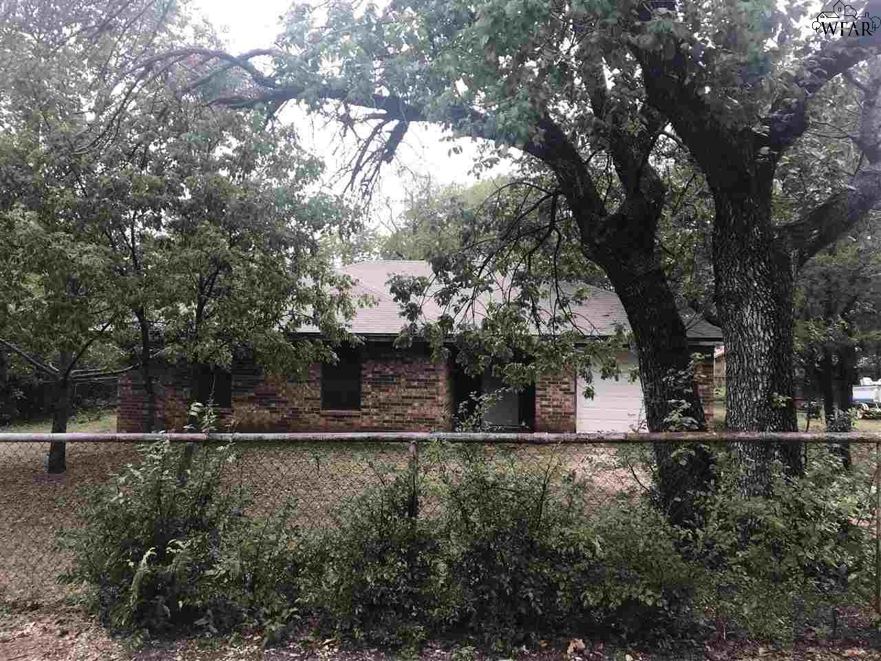 909 Live Oak Street, Bridgeport, TX 76426