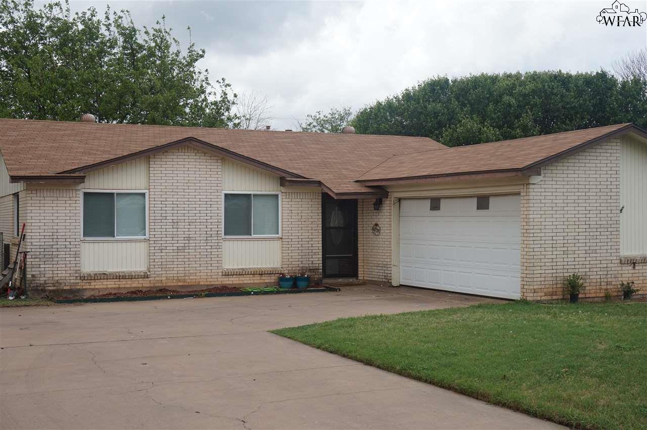 1009 W Cornelia Avenue, Iowa Park, TX 76367