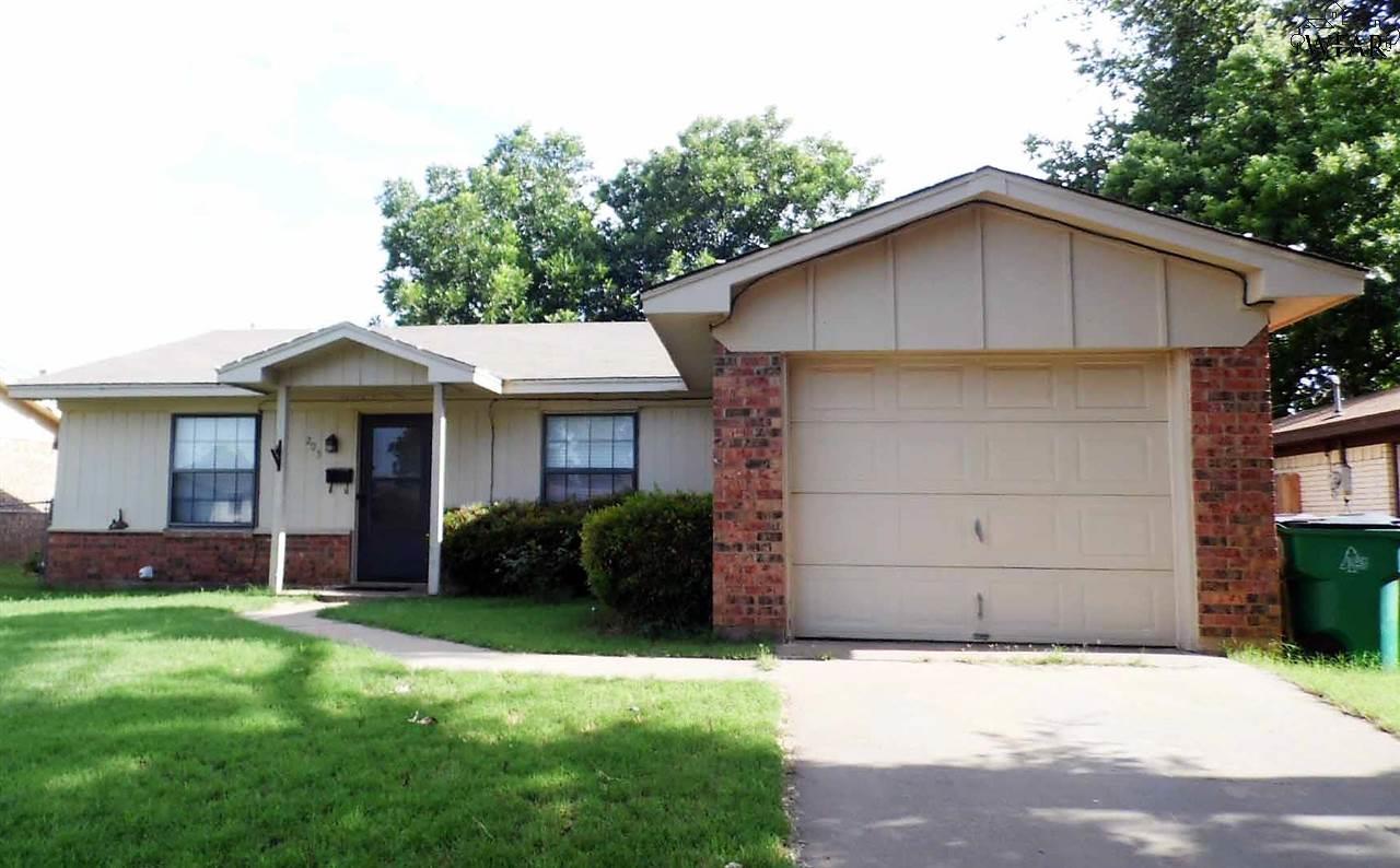 205 E Garden Drive, Iowa Park, TX 76367