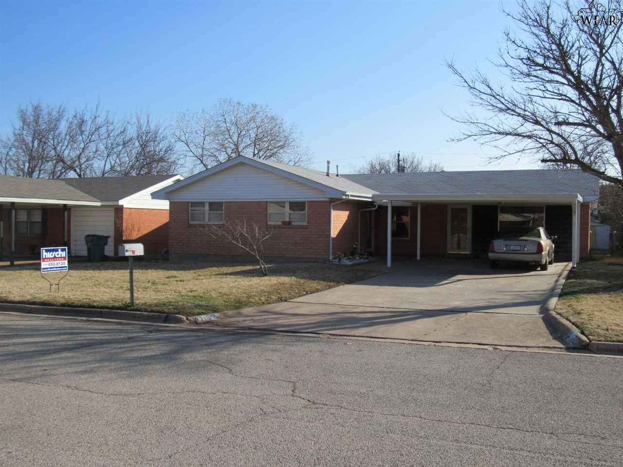715 W Clara Avenue, Iowa Park, TX 76367