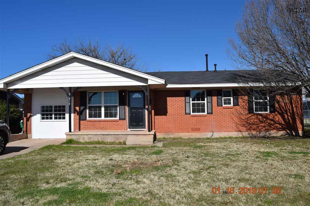 810 Van Horn Street, Iowa Park, TX 76367