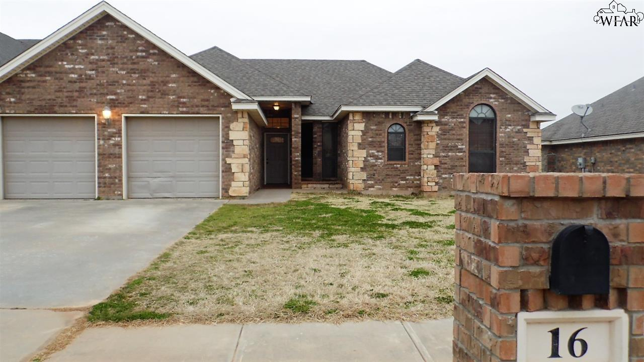 16 Harley Court, Iowa Park, TX 76367