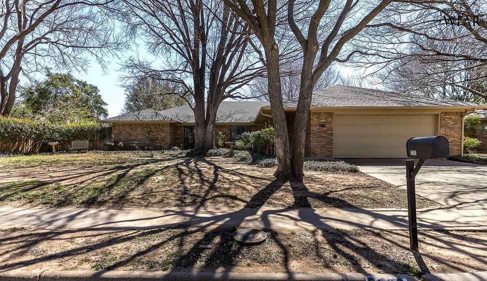 2202 N Elmwood Circle, Wichita Falls, TX 76308